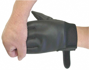 手袋の脱ぎ方2